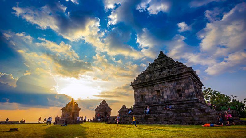 Serunya Menikmati Senja di Candi Ijo, Simak Sejarahnya Juga Yuk!